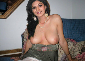 Shilpa Shetty Nude Showing her Milky Boobs to Suck [Fake] - Indian ...
