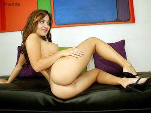 n3ehve2wwdbv t Anushka Shetty Nude Showing her Ass Cheeks n Boobs [Fake]