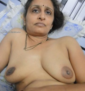 Naked Aunty | Nude Indian Girls and Bhabhi Pictures