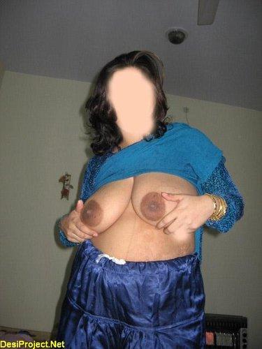 Pakistani MILF Naked